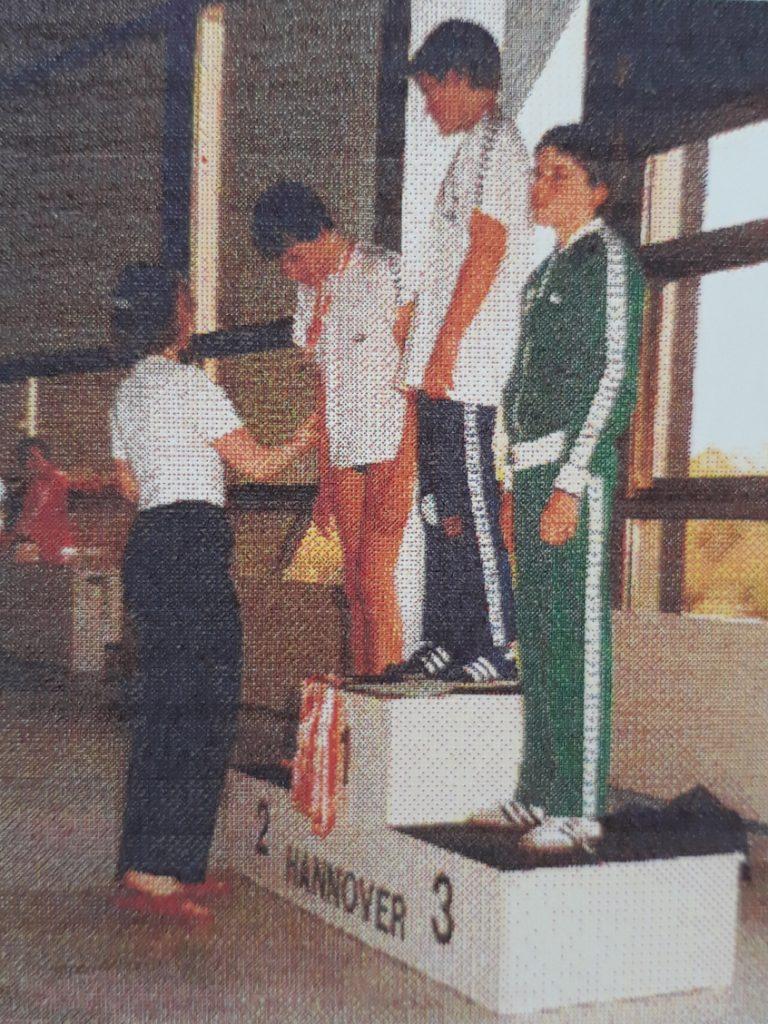 1971 Eröffnung des Hallenbades